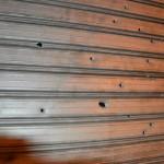 Colpi di arma da fuoco verso la saracinesca di un locale