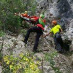 Cade mentre scalava la gravina. Salvato dal Soccorso Alpino