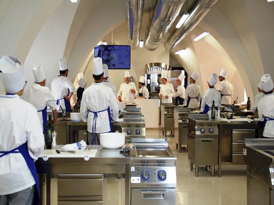 Ceglie Messapica Oggi L Inaugurazione Del 6 Corso Tecniche Di Cucina Alma Valle D Itria News