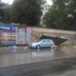 Maltempo. Cade cartellone pubblicitario in via de Gasperi