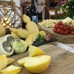 Gustibus di LA7 tra i formaggi della Masseria Cappella a Martina Franca