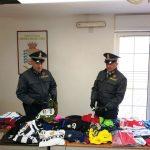 In casa 100 maglie di calcio contraffatte pronte per essere vendute. Denunciato dai finanzieri di Martina Franca