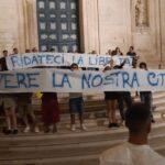 Martina non muore alle 2.00. Una manifestazione contro la chiusura dei locali