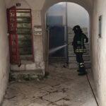 Centro storico: prende fuoco uno juso abbandonato